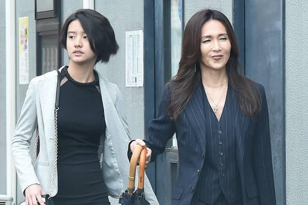 30周年の全国ツアー真っ只中の、工藤静香 (48)。6月24日に行われた東京公演では、ファッション誌『エル・ジャポン』(7月号)でモデルデビューを飾った次女のKoki
