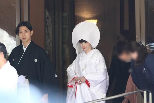 500名以上の参列者が集まった松田翔太(33)&秋元梢(31)の結婚披露宴。これだけ大掛かりとなると費用が気になるが、やはりけた違いだったようだ。