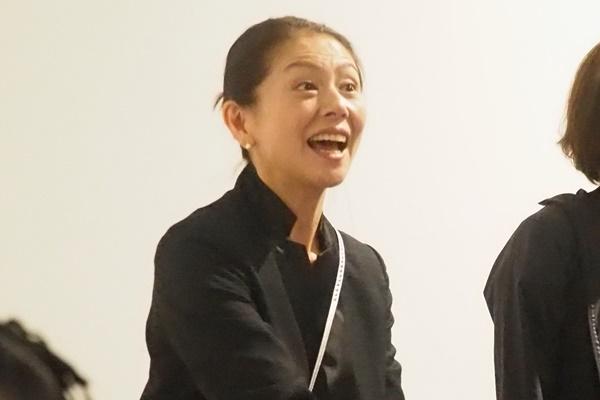小泉今日子 驚きの変貌ぶり…電話対応にモップ掛け、運転手も   女性自身
