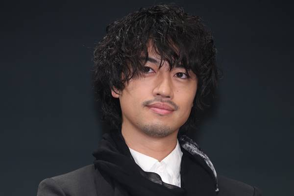 斎藤工確立した新たな俳優像、好...