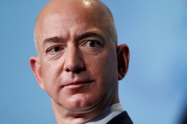 Amazonのジェフ・ベゾスCEO、「裸の写真をバラ撒く」と脅迫受ける ...
