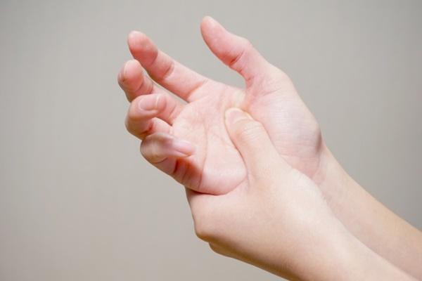 を 押す 痛い 爪 と