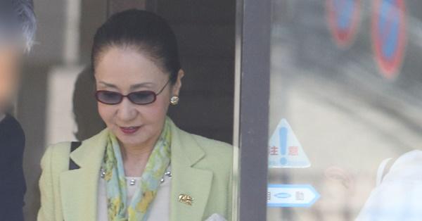 岩下志麻 女優休業で夫を介護…結婚53年目初めての家事挑戦 | 女性自身