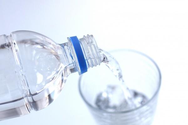 人 飲む を 水 たくさん