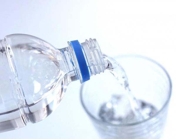 整骨院代表が腰痛に悩む人に「水を飲む」ことを勧める理由 | 女性自身
