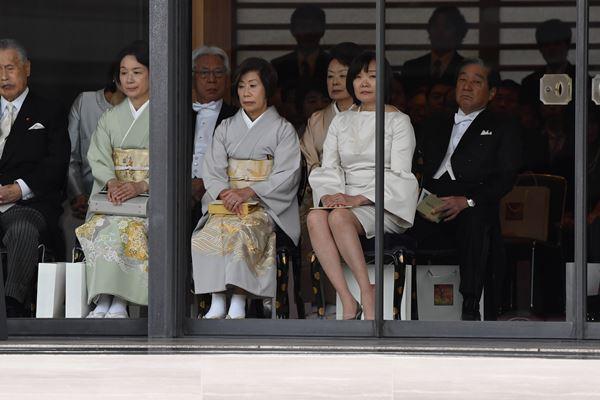 昭恵夫人「天皇陛下・即位の儀式」でドレスコード違反の声