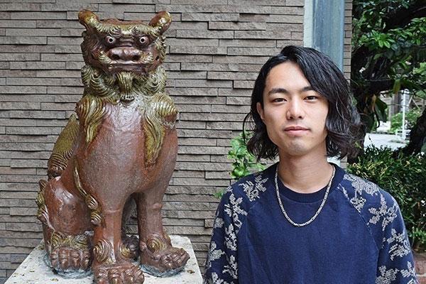 「東京育ち。でもアイデンティティは沖縄」 世界で活躍するバンドマン、秋山信樹が語る沖縄への想い