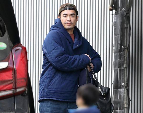伊藤英明スマイル 子煩悩化で磨き…離れたくないと同伴帰国も | 女性自身