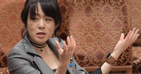 「時代遅れ女王・杉田水脈」ファッション関係者が痛烈ダメ出し | 女性自身