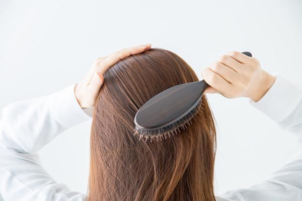 薄毛 白髪 白髪染めが薄毛の原因になるってほんと?ー髪のお悩みやケア方法の解決ならコラム EPARKビューティー(イーパークビューティー)