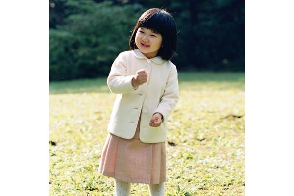 品格の秘密は?愛子さま王道ファッション4大パターン