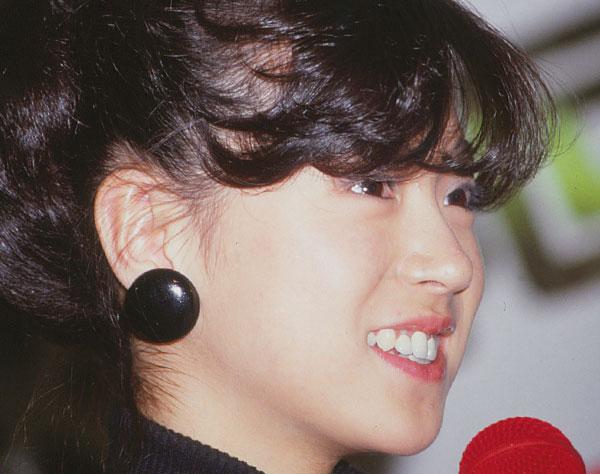 エンタメ|表情豊かに…中森明菜デビュー40年目の本誌激レア写真
